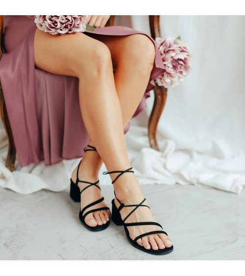 Sandalia de tiras al tobillo en color negro Bryan Stepwise